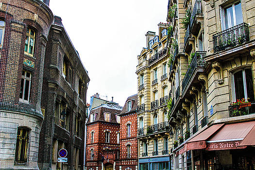 Streets of Paris by Leslie Trotter
