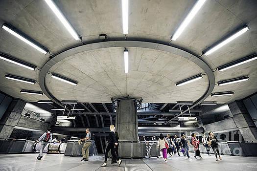 Svetlana Sewell - Subway Circle Crossing