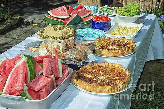 Summer buffet in garden by Patricia Hofmeester