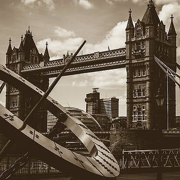 Jacek Wojnarowski - Sun Clock with Bridge Tower London in Sepia Tone
