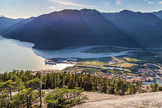 Sun Rays over The mountains of Howe Sound by Pierre Leclerc Photography