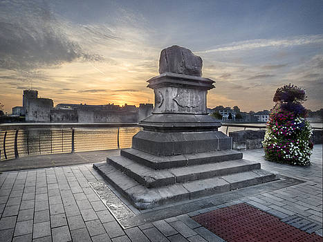 Dominick Moloney - Limerick Sun rise over the Treaty Stone
