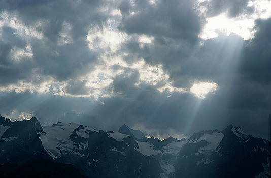 Sami Sarkis - Sunbeams playing over the Barre des Ecrins and La Meije mountains in the French Alps