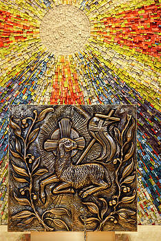 Sunburst mosaic at side altar for Tabernacle with bronze bas rel by Reimar Gaertner