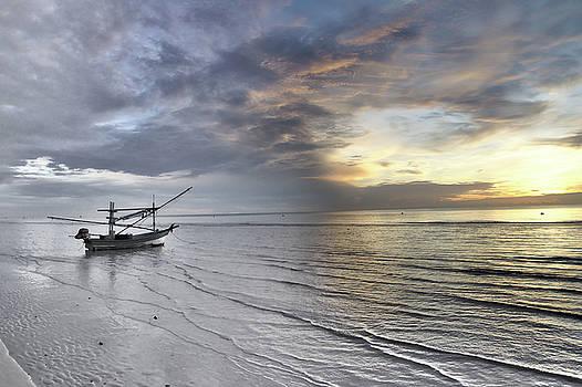 Sunrise in Huahin in Thailand by Tamara Sushko