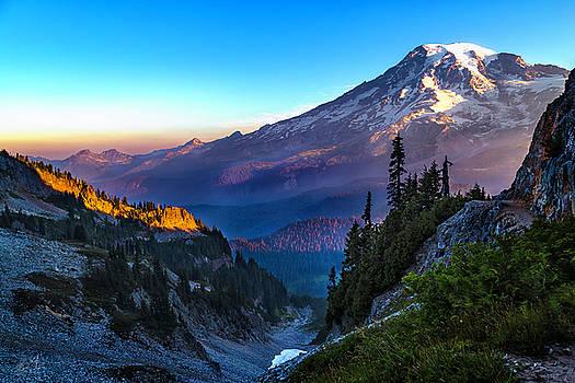 Sunrise Mount Rainer by Thomas Ashcraft