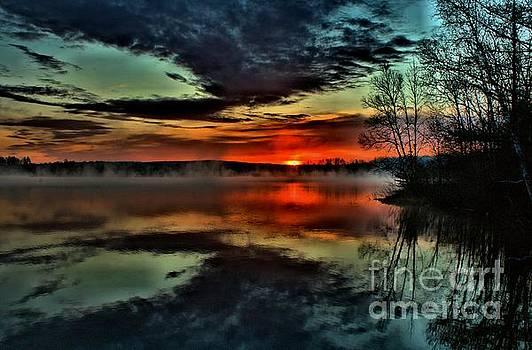 Matthew Winn - Sunrise on Devoe Lake