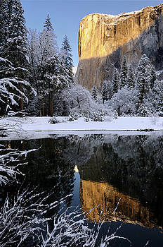 Reimar Gaertner - Sunrise on El Capitan reflected in the Merced River with snow co