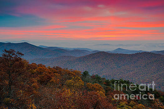 Sunrise over Blue Ridge Parkway. by Itai Minovitz