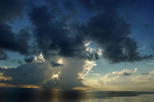 Sami Sarkis - Sunrise over the clouds and sea