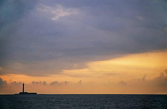 Sami Sarkis - Sunrise over the lighthouse on Planier island