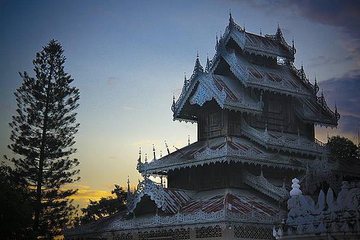 Sunrise Pai Temple by Leo Bello