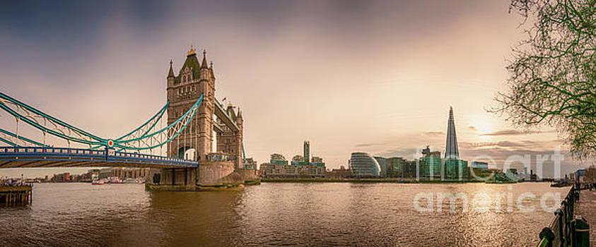Mariusz Talarek - Sunser over River Thames
