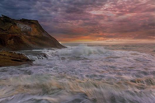 Sunset and Waves at Cape Kiwanda by David Gn