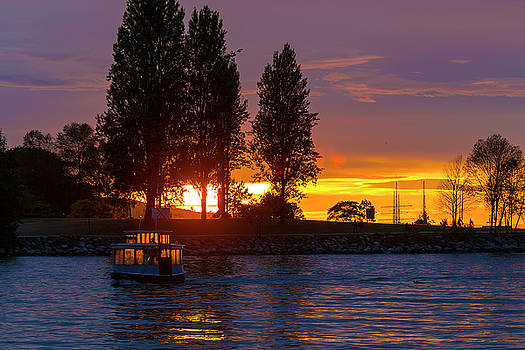 Sunset at Sunset Beach in Vancouver BC by David Gn