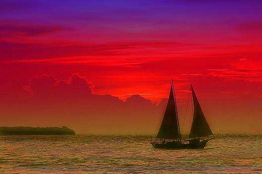 Susanne Van Hulst - Sunset behind the clouds