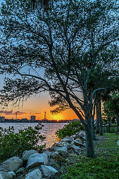 Sunset Beneath HHH Bridge by Robert Langdon