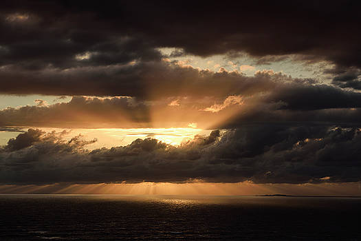 Reimar Gaertner - Sunset God Rays behind clouds over Banderas Bay Nuevo Vallarta M
