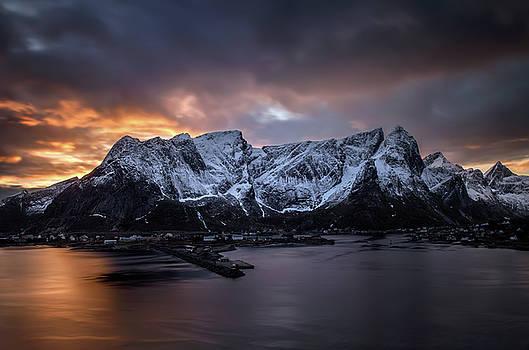 Sunset in Reine by Swen Stroop