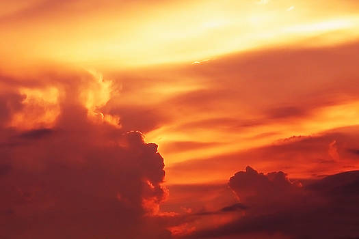 Bibi Rojas - Sunset in the clouds