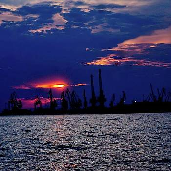 Sunset In The Port #horizon #beauty by Emmanuel Varnas
