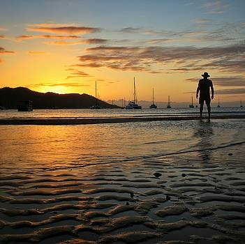 Sunset over Horseshoe Bay on Magnetic Island by Keiran Lusk