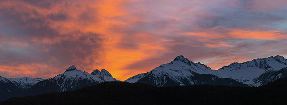 Sunset over Tantalus Range Panorama by David Gn