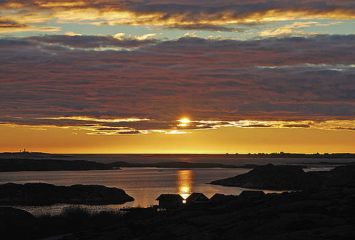 Sunset over the archipelago by Magnus Haellquist