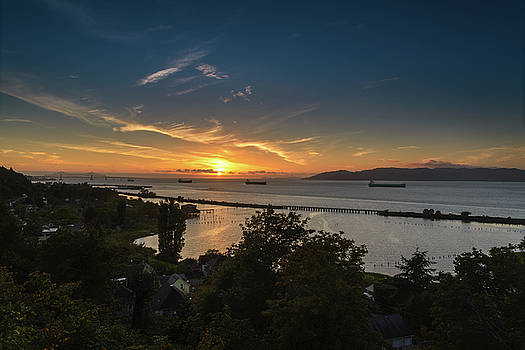 Sunset Over the Columbia River by Joe Hudspeth