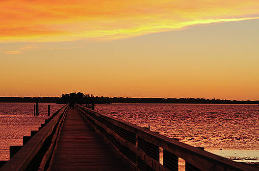 Sunset Pier by Peter  McIntosh