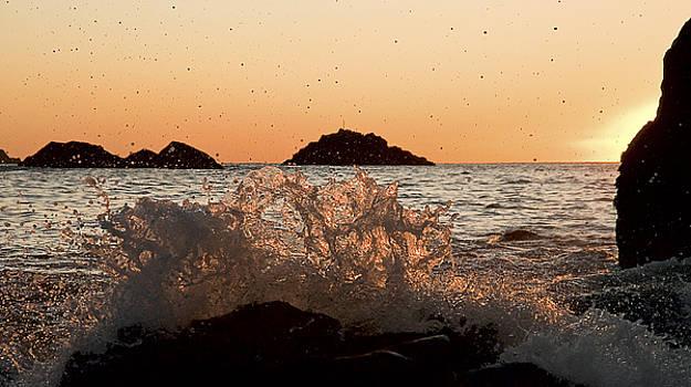 Sunset Wave by Gareth Davies