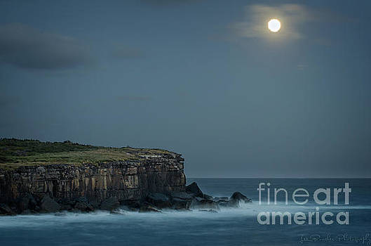 Super Moon over Bowen by Les Boucher