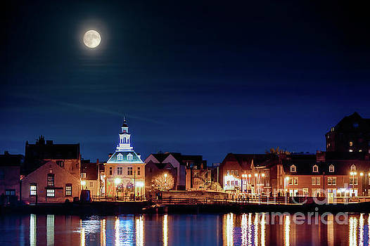 Simon Bratt Photography LRPS - Supermoon rising over Norfolk town UK