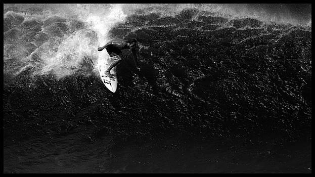 Surfing Bonsai Pipeline by Brad Scott