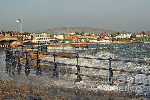 Swanage Bay In Winter by Linsey Williams