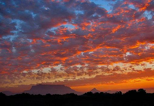 Table Mountain Sunset by Heather Nel