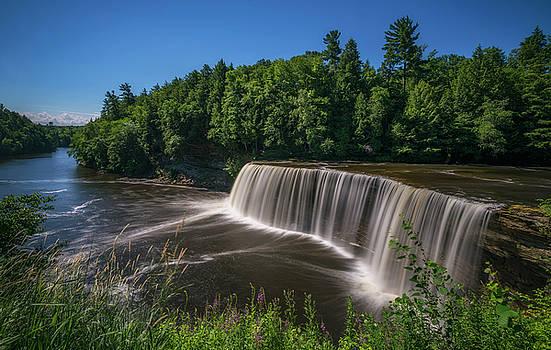 Tahquamenon Falls by Marybeth Kiczenski