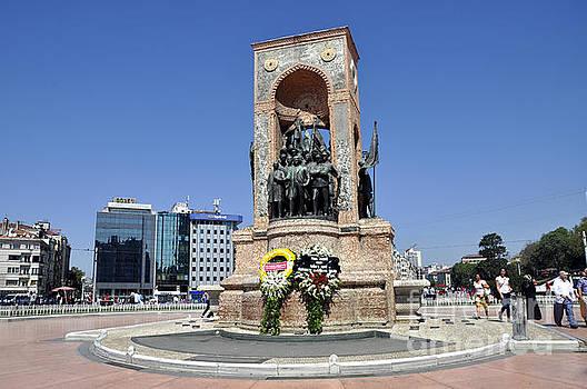 Andrew Dinh - Taksim Square