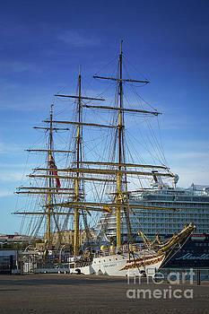 Tall Ship Sorlandet Cadiz Spain by Pablo Avanzini
