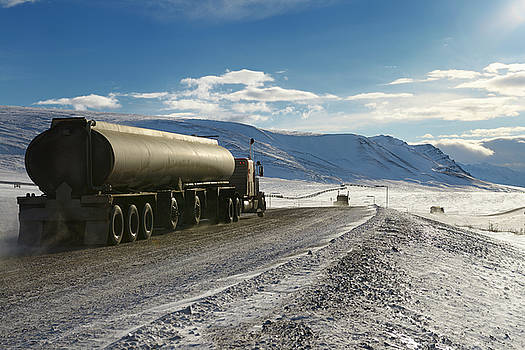 Reimar Gaertner - Tankers and trucks driving the Dalton Highway through the Brooks