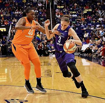 Taurasi Fouled by Devin Millington