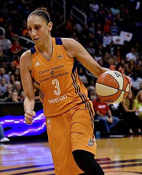 Taurasi Leans In by Devin Millington