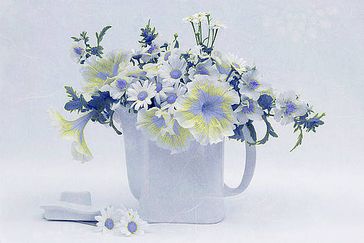 Sandra Foster - Teapot Of Yellow And Blue Petunias And Daisies