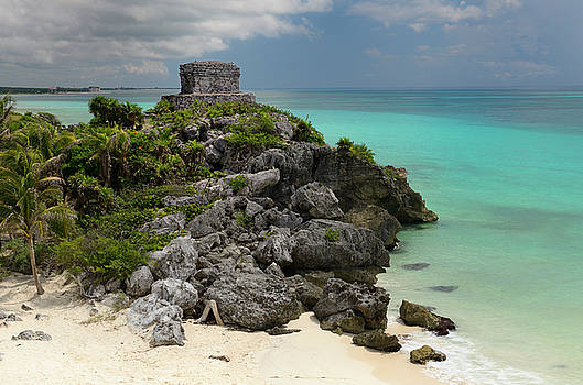 Reimar Gaertner - Temple of the wind God Kukulcan on a sea cliff at Tulum Mexico
