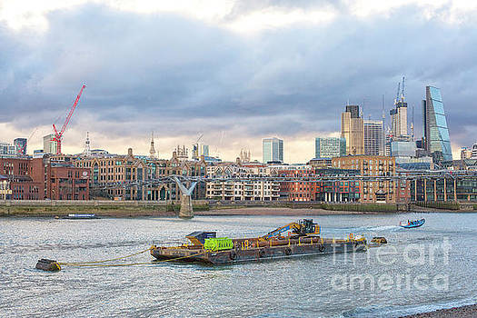 Patricia Hofmeester - Thames and skyline London
