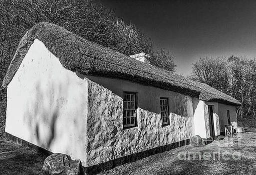 Thatched cottage by Jim Orr