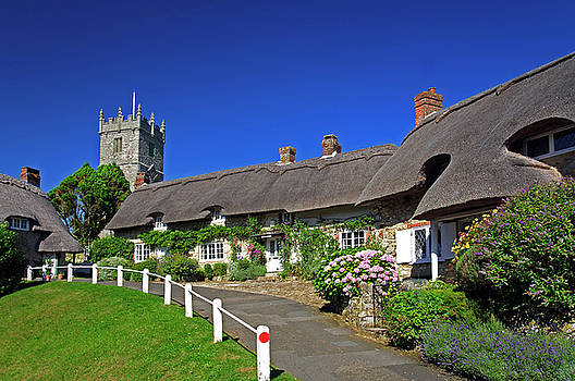 Thatched Cottages and Church - Godshill by Rod Johnson
