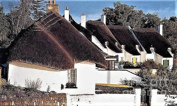 Val Byrne - Thatched Cottages Dunmore East