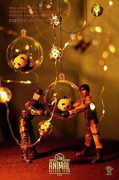The 1-18 Animal Rescue Team - Pandas in Christmas balls by Martine Carlsen