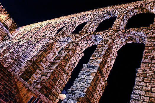 The aqueduct by Manuel Benito